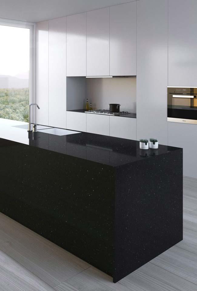 Bancada de cozinha ampla toda feita em Preto Stellar