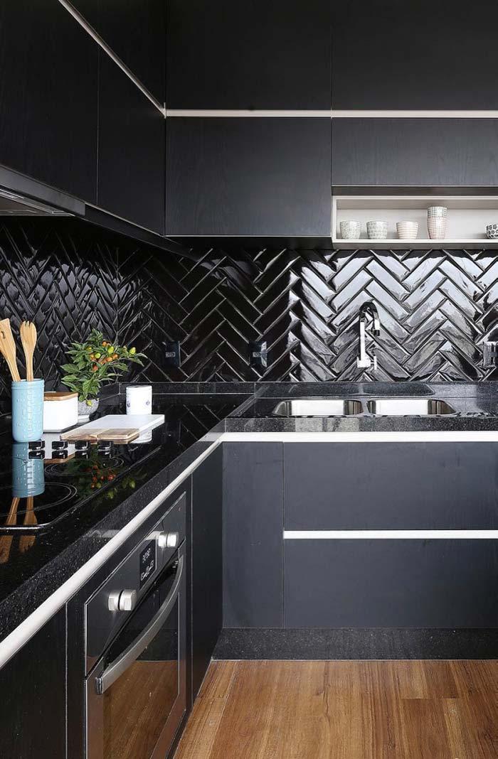 Granito São Gabriel na cozinha toda escura