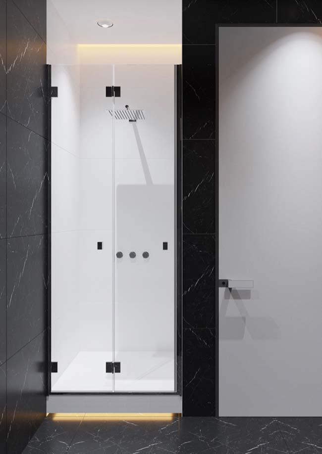 Granito Via Láctea revestindo chão e paredes do banheiro
