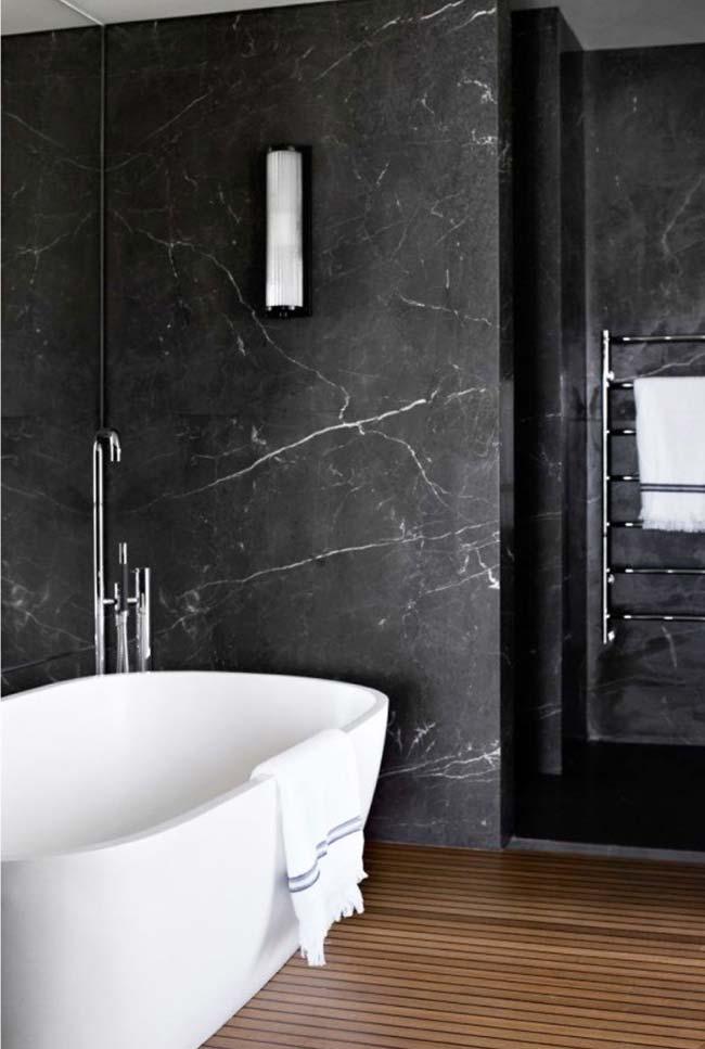 Granito Via Láctea em banheiro com banheira