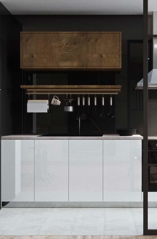 Granito Preto Absoluto revestindo a parede da cozinha