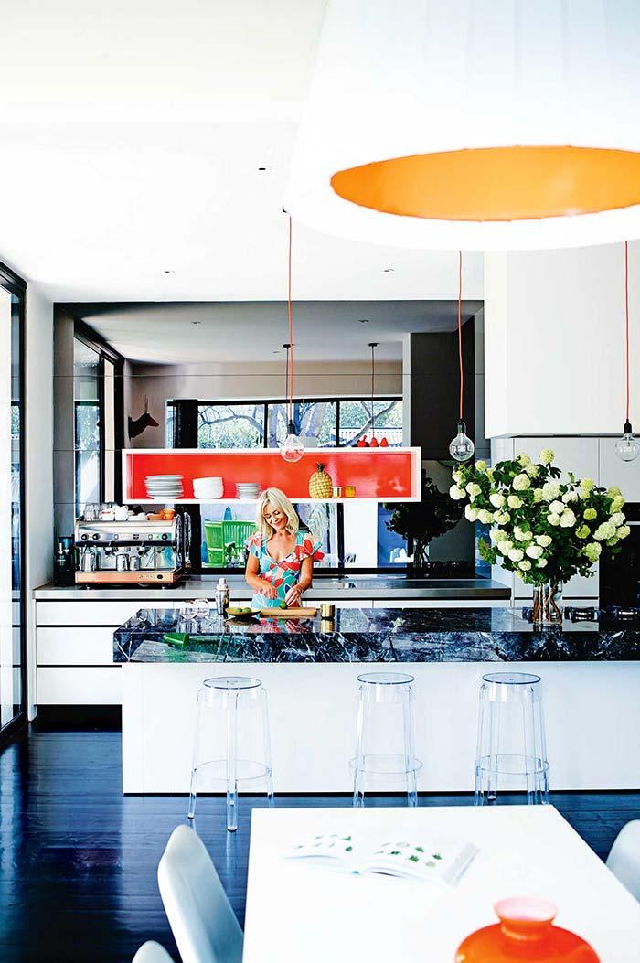Ilha da cozinha feita com granito Preto Indiano