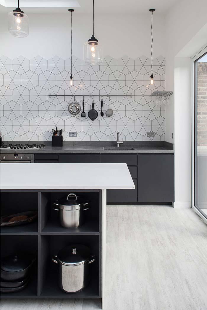 Cozinha preta e branca: combinação equilibrada