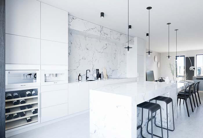 Cozinha preta e branca iluminada