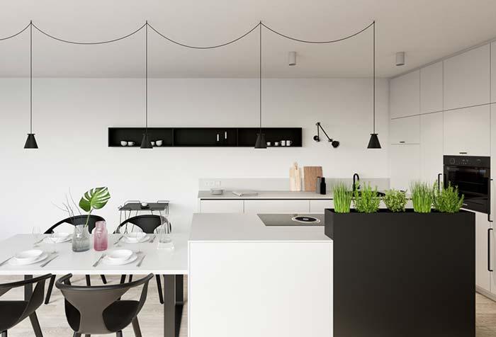 Nichos pretos na cozinha preta e branca