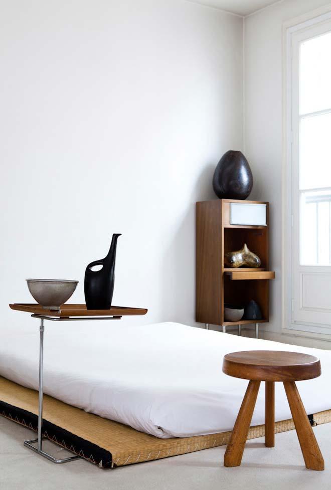 Plataforma e colchão baixos para uma cama japonesa