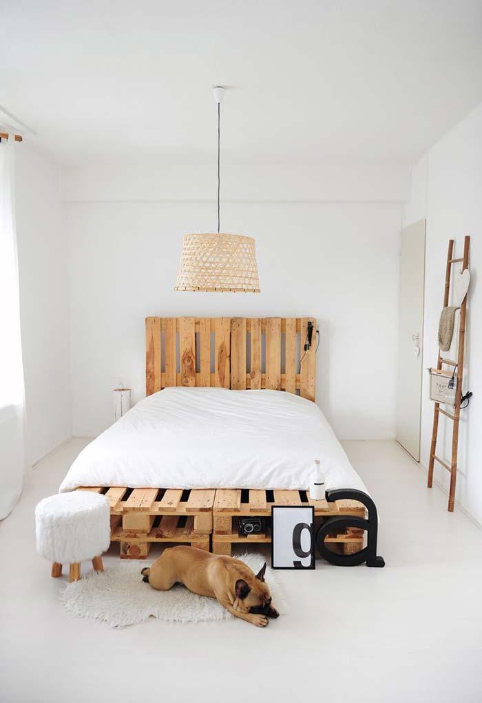 Cama japonesa feita a partir de pallets