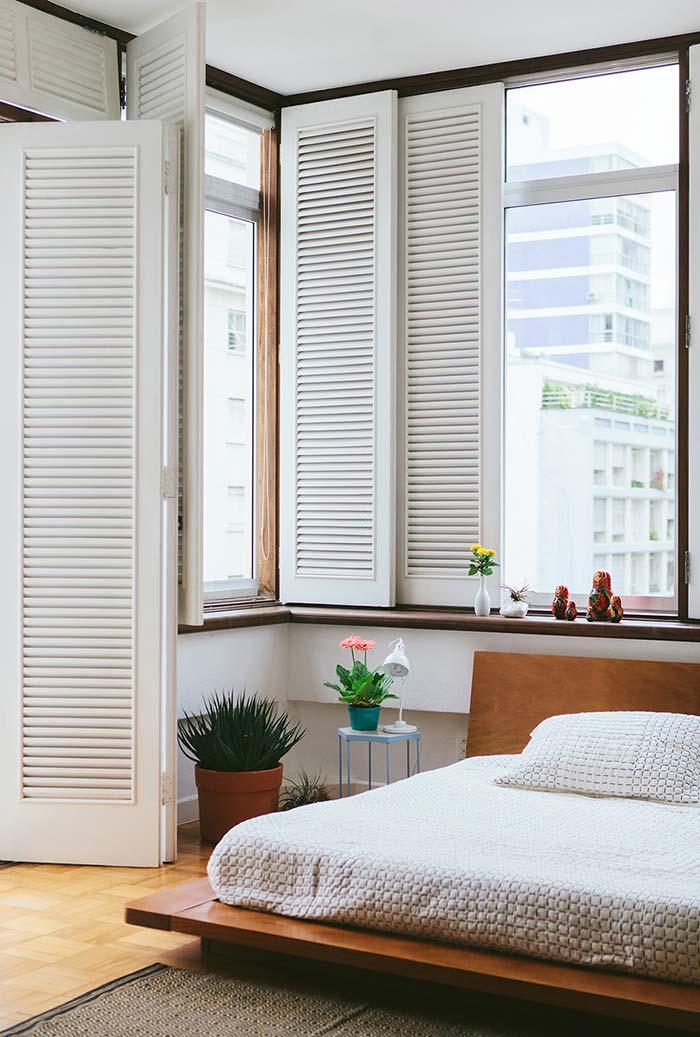 cama japonesa como escolha perfeita para um ambiente com janelas mais baixas