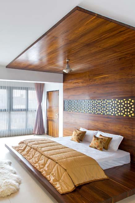 Painel de madeira até o teto para um estilo japonês completo