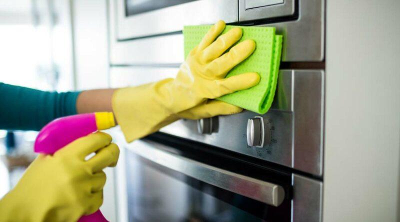 Como limpar forno: dicas práticas para ter um forno sempre limpo