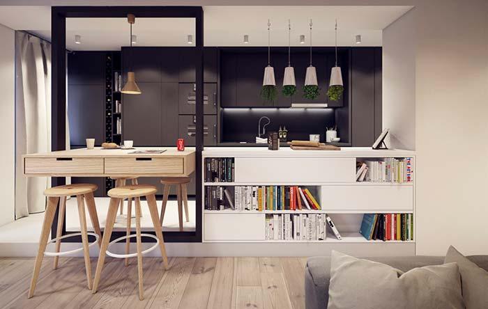 Balcão da cozinha servindo como nicho para sala