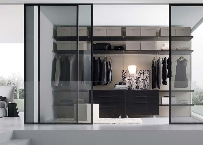 Closet com porta de vidro de correr