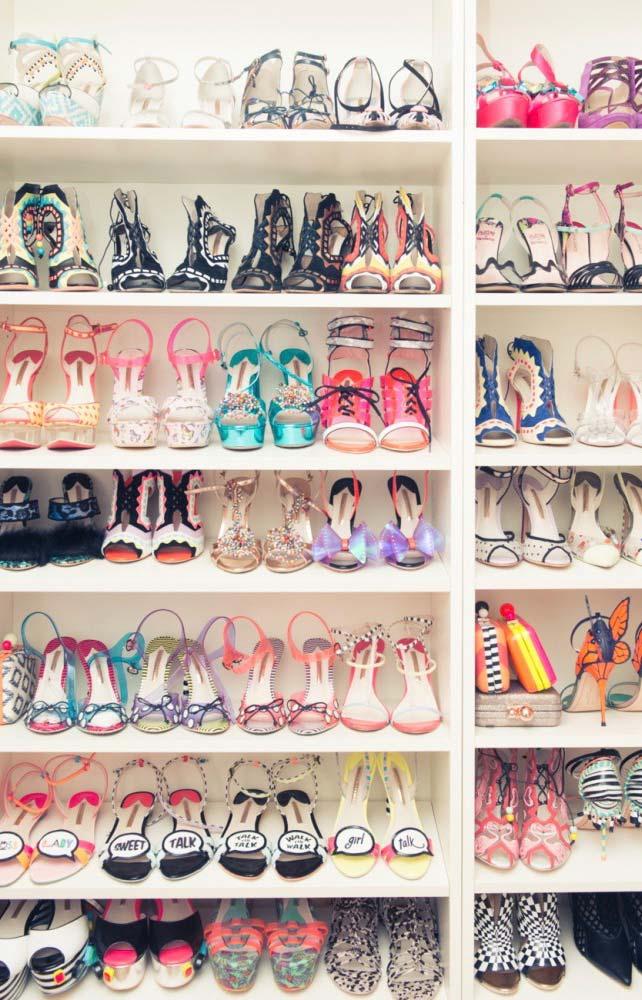 Sapatos organizados no closet