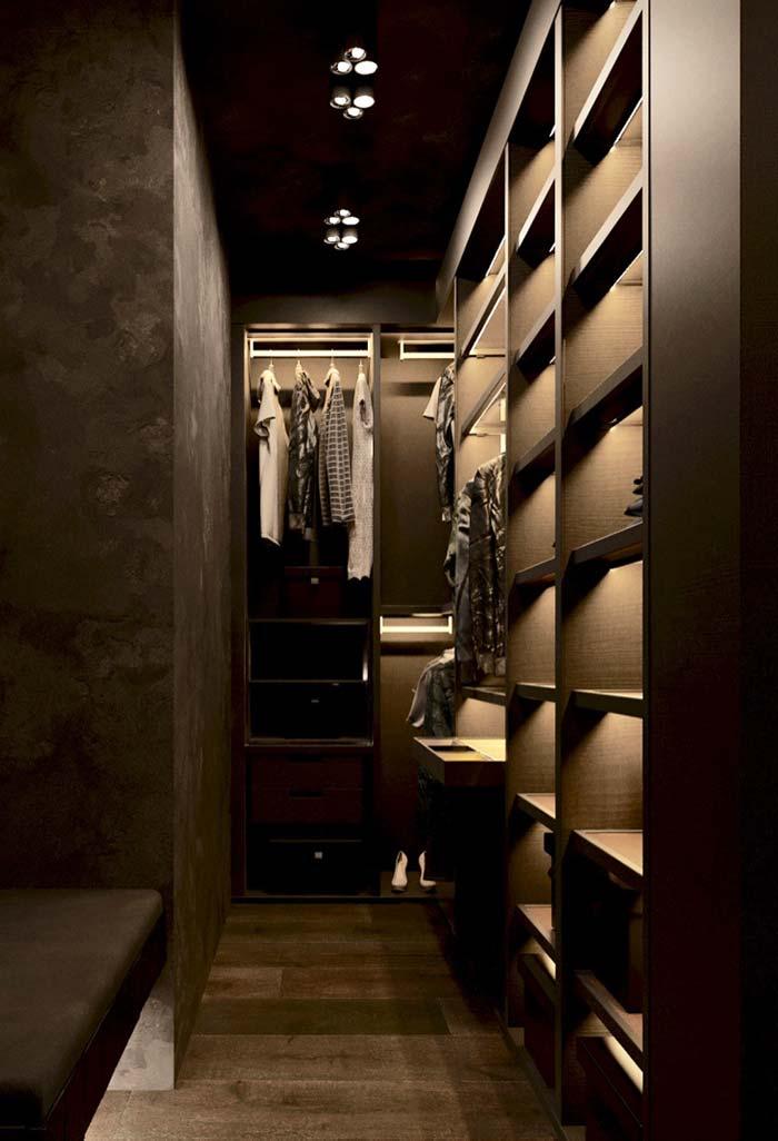 Closet com iluminação indireta