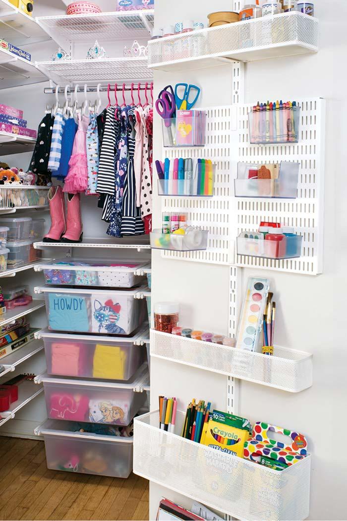 Closet infantil com espaço para brinquedos