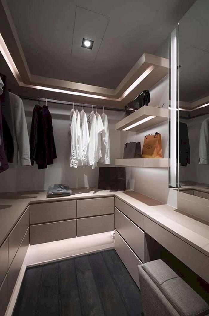 Em closets pequenos, a área central deve ser mantida sempre livre