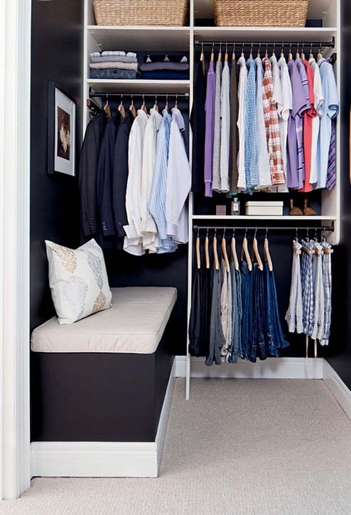 Closet pequeno utilizando só uma parede