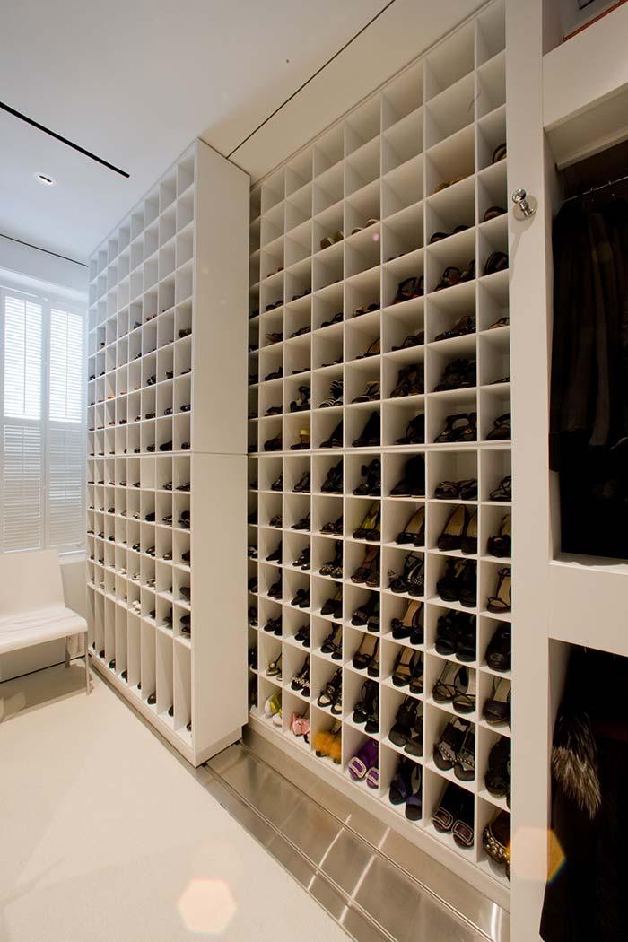 Um closet só para sapatos
