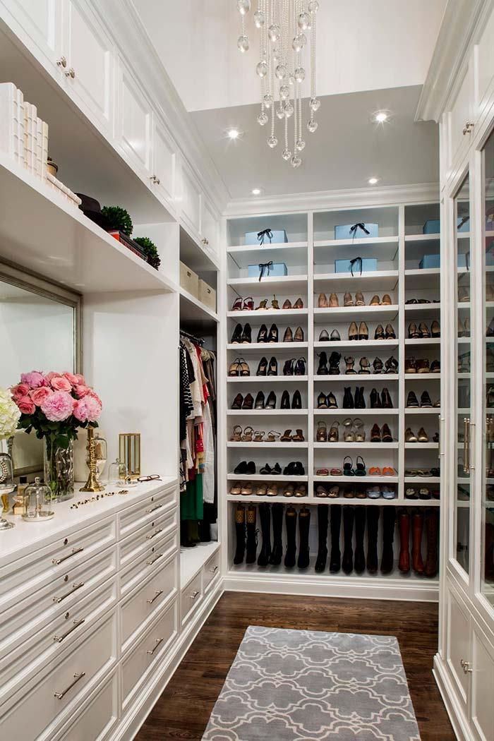 Detalhes luxuosos no closet