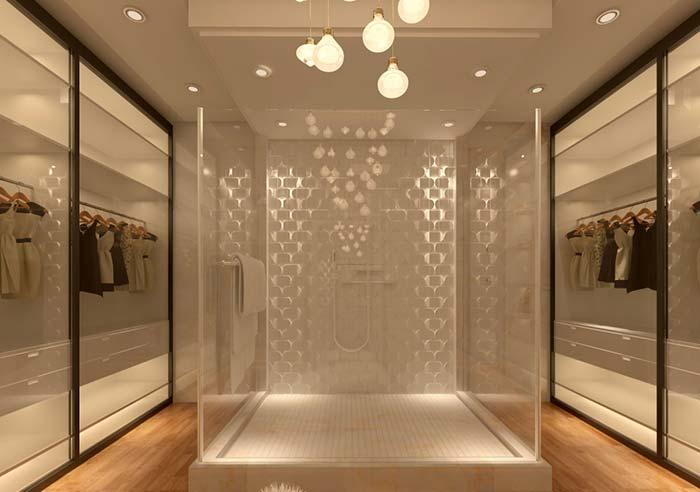 Cabine de banho no meio do closet