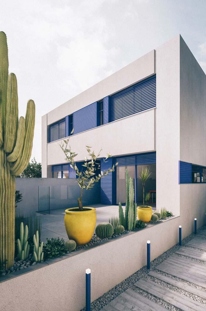 Decoração de jardim: espaço sobre o muro foi bem aproveitado