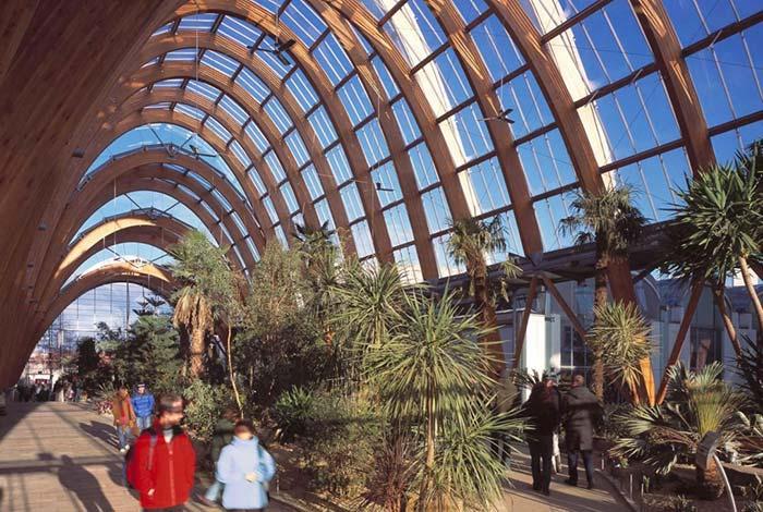 Cobertura de vidro protege e preserva a iluminação natural