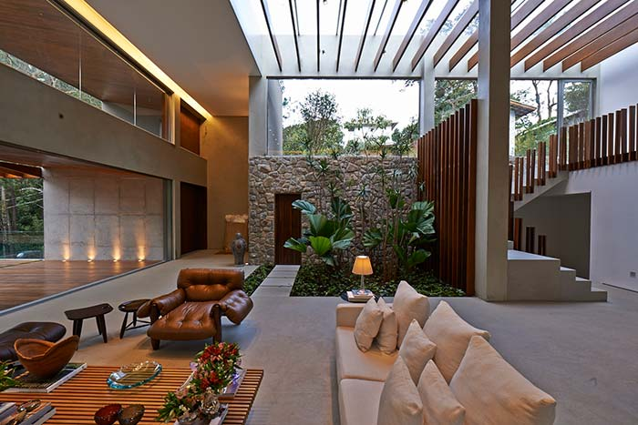 Jardim de inverno com palmeiras leque