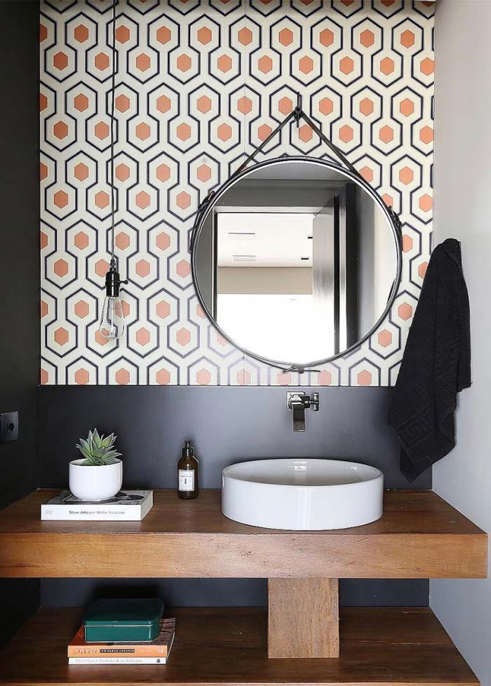 Formas e desenhos na parede do lavabo