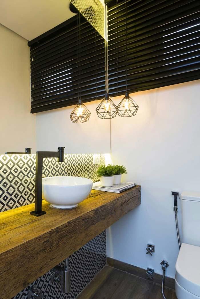 Bancada rústica de madeira para lavabo