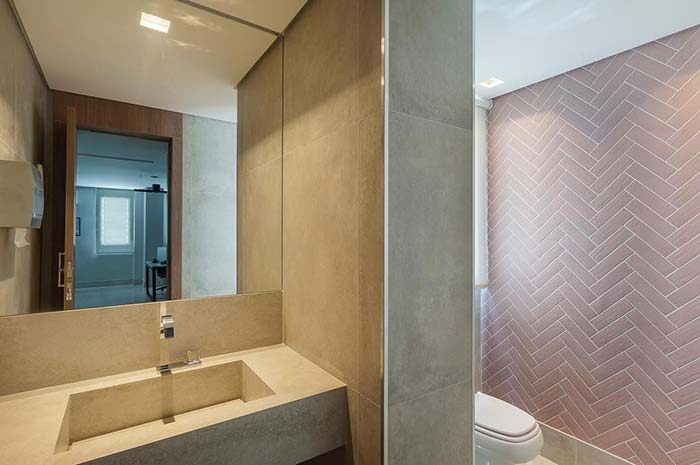 Cimento queimado para trazer modernidade ao lavabo