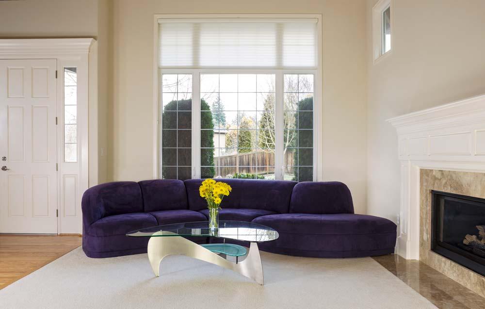 Como limpar sofá de camurça: dicas, materiais e passo a passo