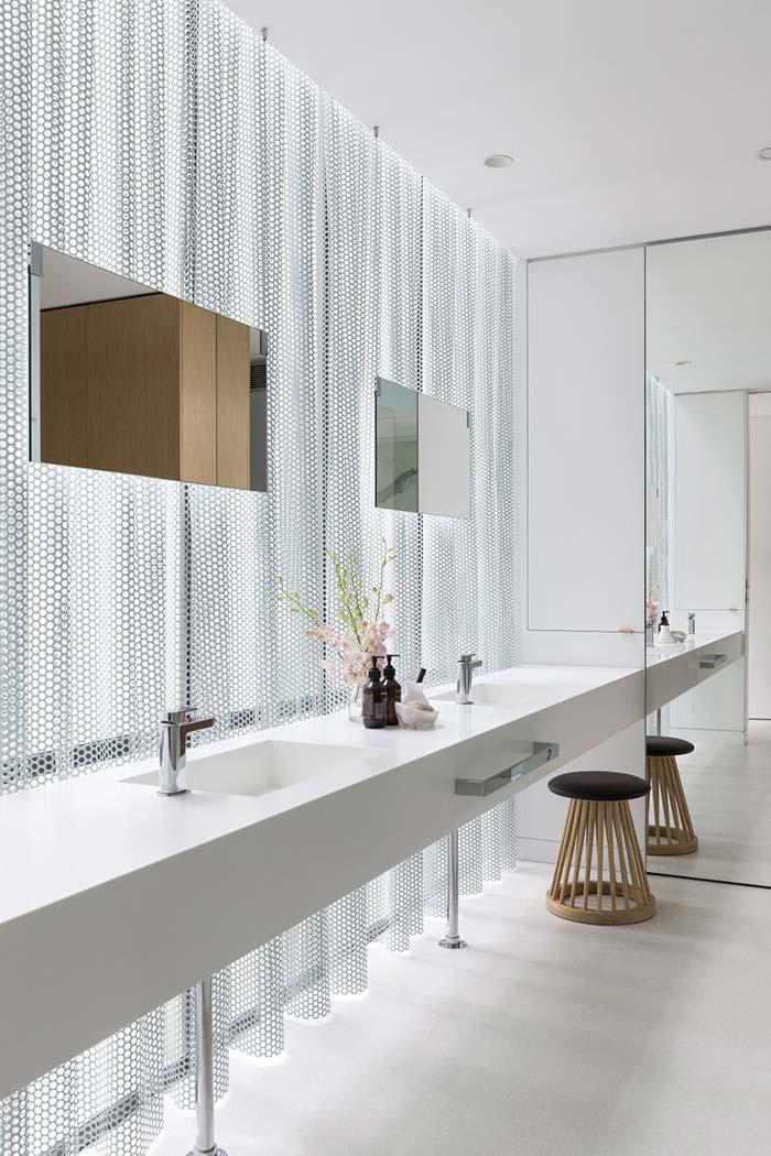 Banheiro discreto nos detalhes