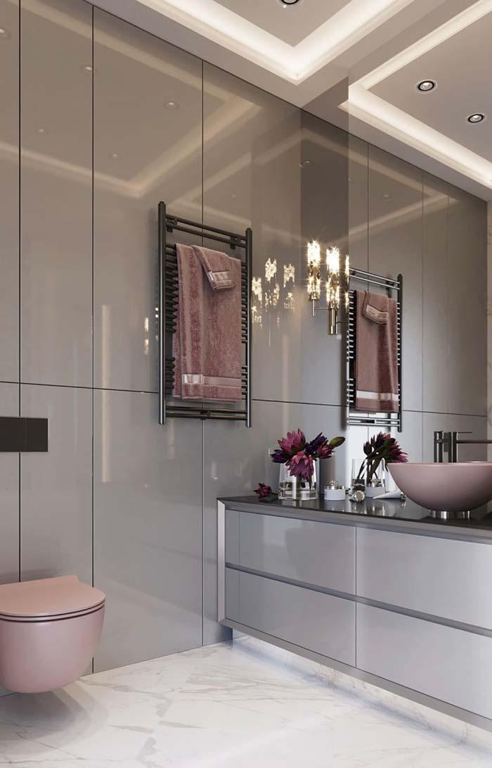 Detalhes em rosa no banheiro feminino