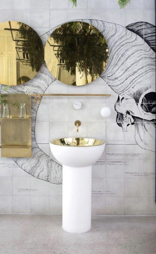 Banheiro feminino com formas marcantes