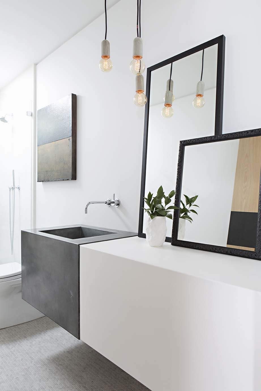 Espelho para banheiro com moldura preta