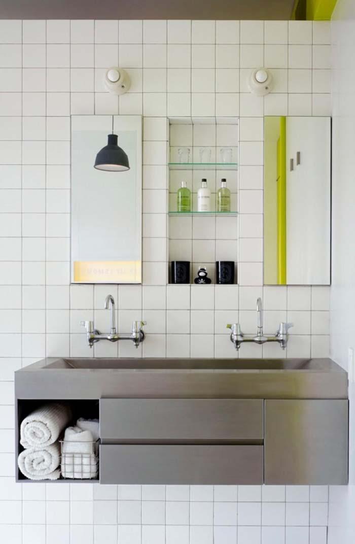Espelho para banheiro repartido ao meio