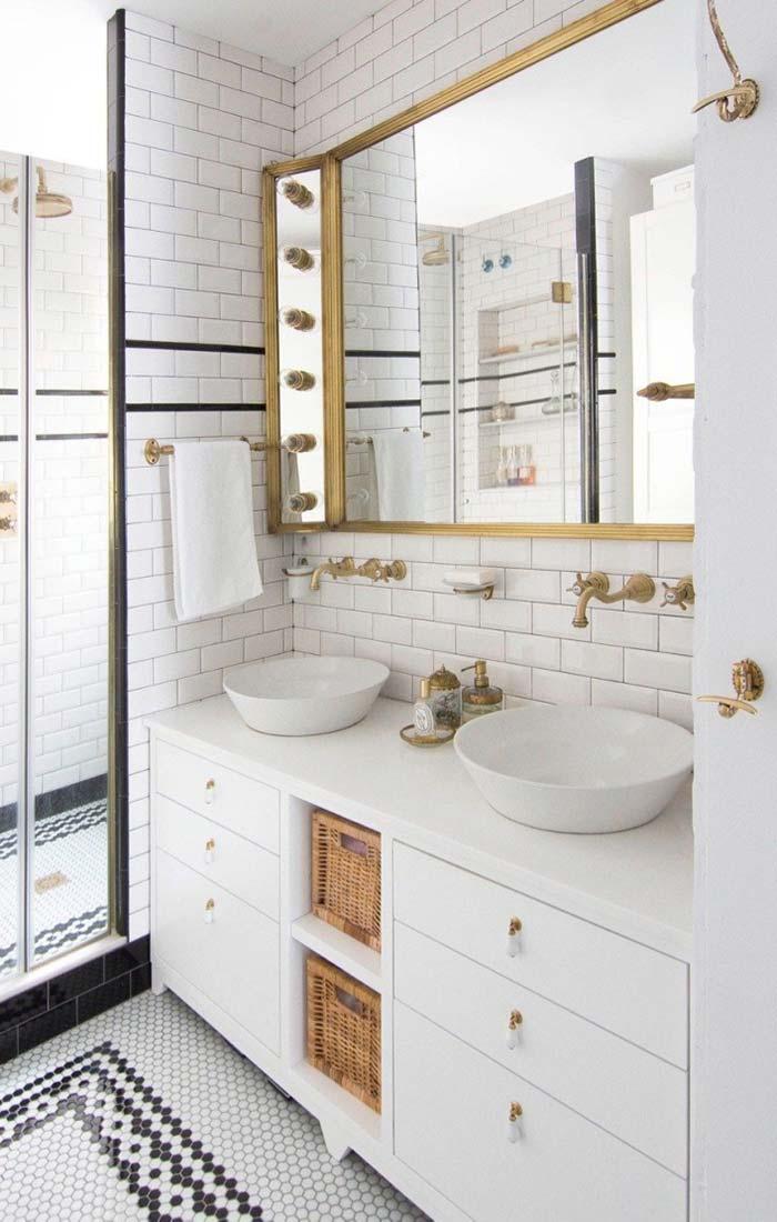 Espelho de banheiro com lâmpadas