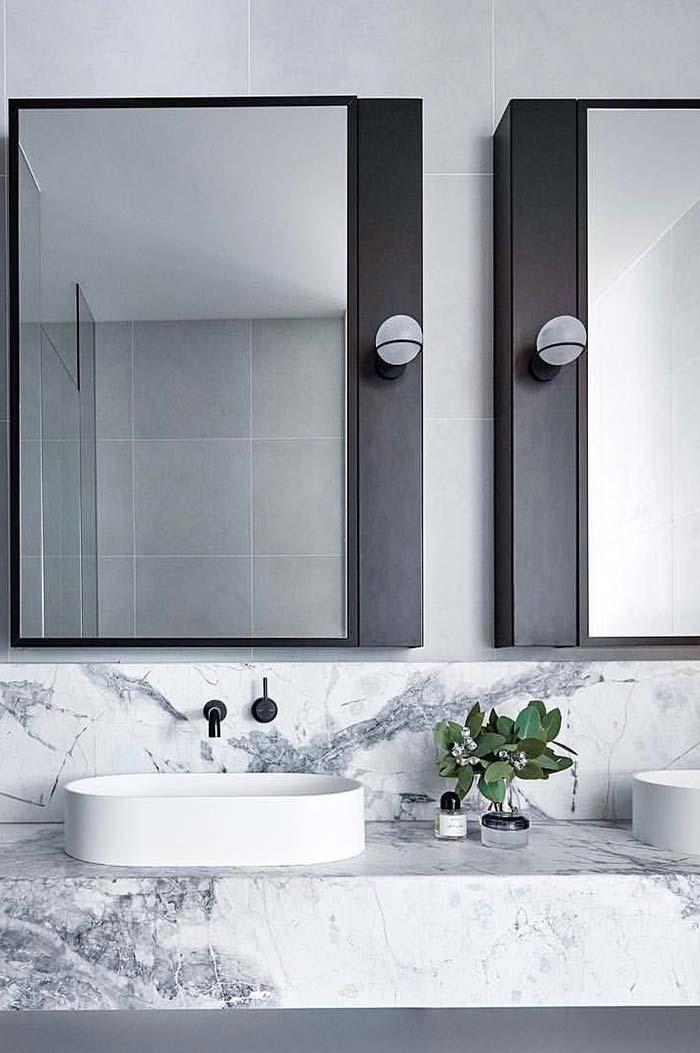 Espelho para banheiro com lâmpadas individuais