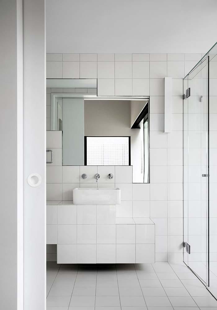Espelho para banheiro recortado