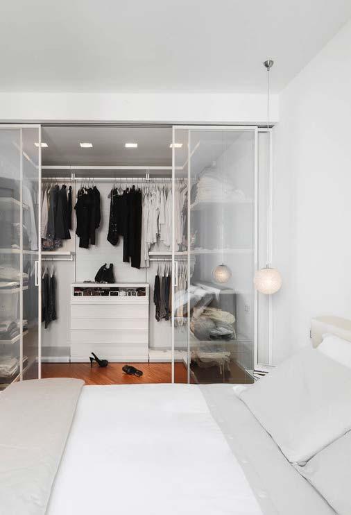 O minimalismo do quarto branco até o closet