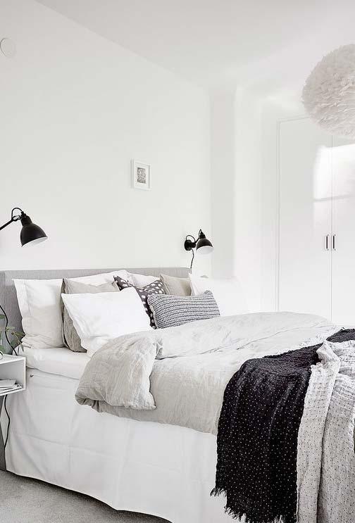 Quarto branco, cinza e preto
