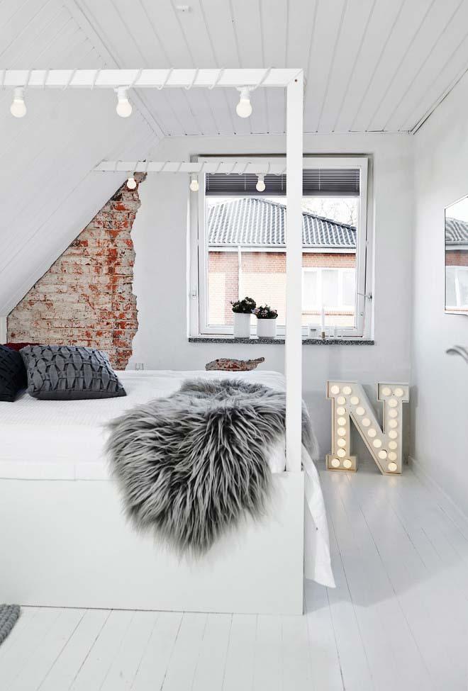 Quarto branco também para quem gosta de uma decoração mais glamurosa