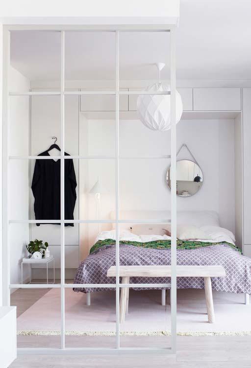 Quarto todo branco para combinar com qualquer roupa de cama