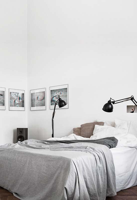 Mais um quarto branco simples