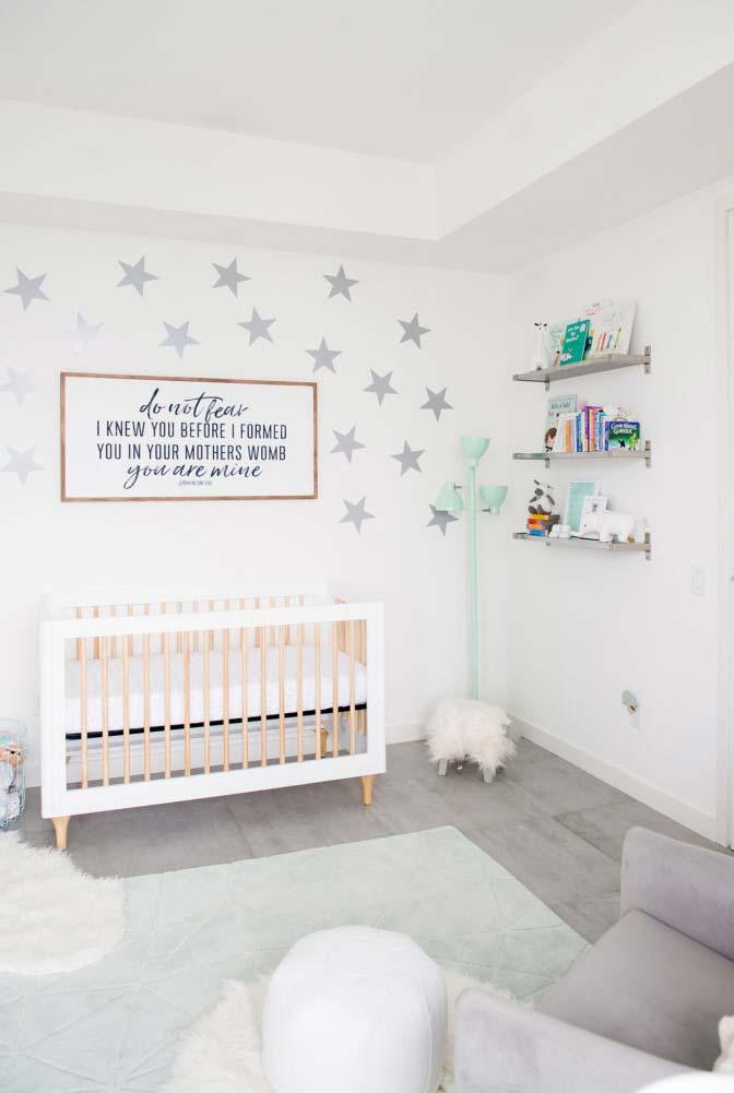 Quarto de bebê com branco