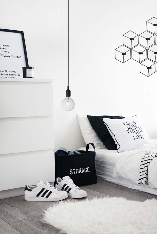 Jovem, estiloso e na tendência minimal: quarto preto e branco