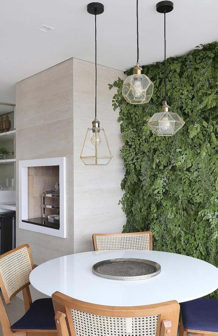 Mesa de jantar redonda de madeira com tampo branco