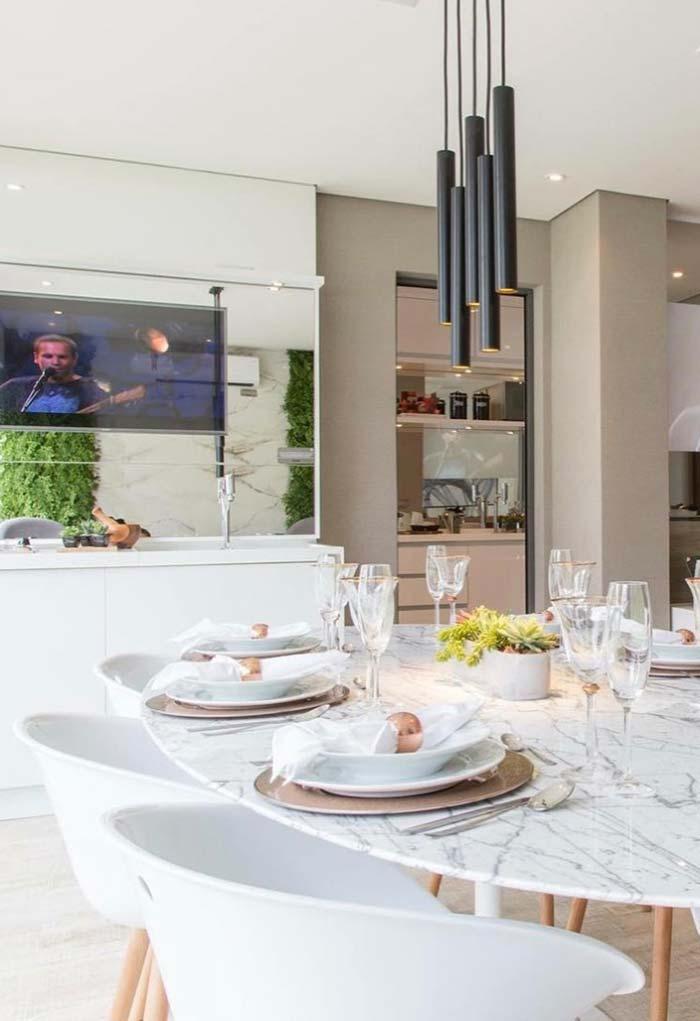 Mesa de jantar com tampo oval