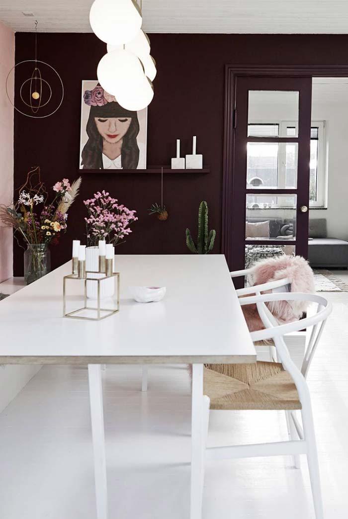 Mesas e cadeiras brancas