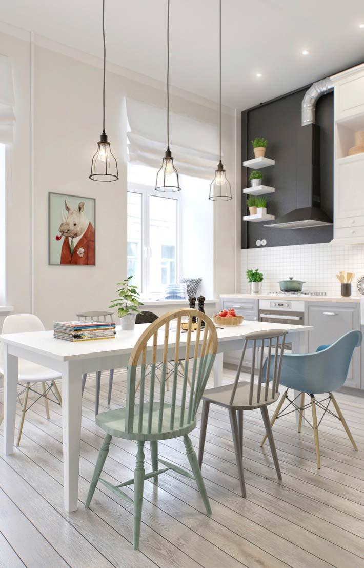 Decoração de sala de jantar com visual jovem e descontraído